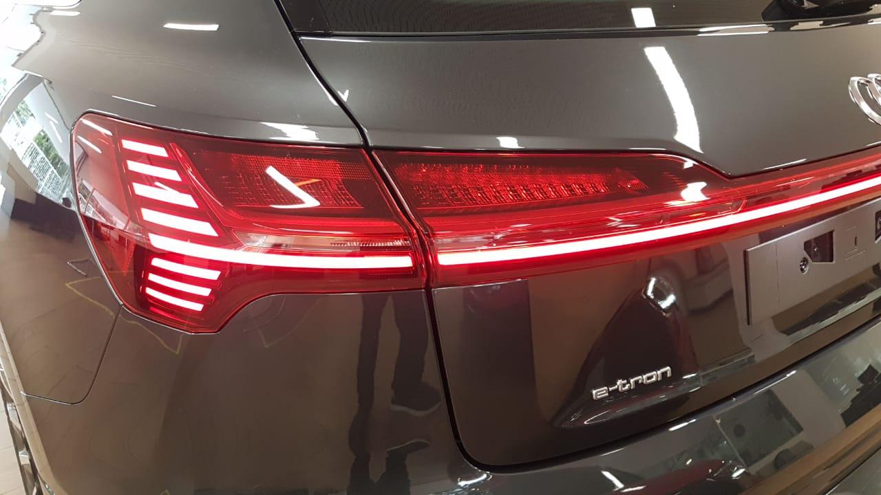 Audi E-TRON E-TRON Performace Aut. (Elétrico)