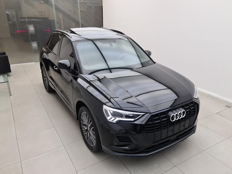 Audi-Q3-Q3 Black Ed. 1.4 TFSI Flex/Black S-tron.
