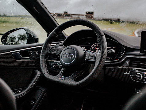 imagem interior carro audi rs4 avant