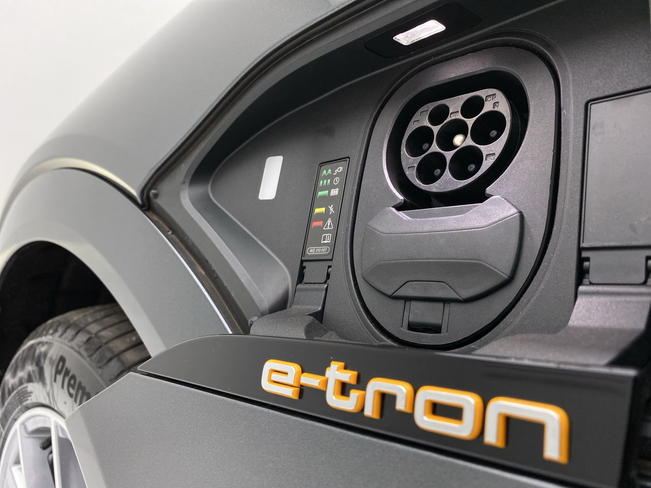 E-TRON Performa. Black Aut. (Elétrico)